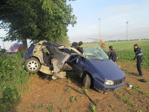 Auto wird bei Horror-Unfall in zwei Teile gerissen