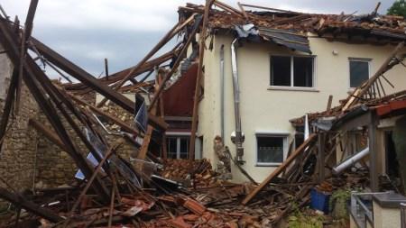 Der Sturm hat das Haus in Framersheim massiv beschädigt. (Bild: Polizei Mainz)