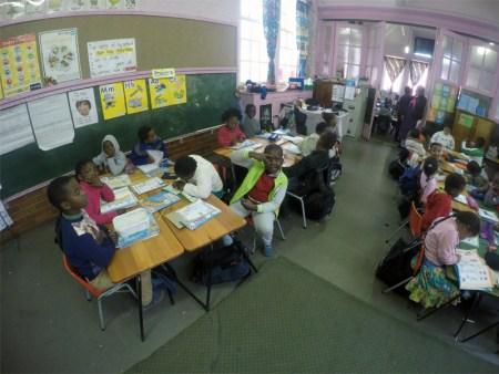 Bis zu 50 Kinder sitzen in einer Klasse. (Bild: Volunation.com)