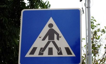 In Mainz wird ein Kind von einem Auto angefahren und in Nieder-Olm eine Fußgängerin von einem Transporter