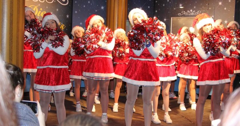 Christmas-Cheerleader-Show der CHAOTE-CHEERLEADER machte auf vielen Weihnachtsmärkten Station