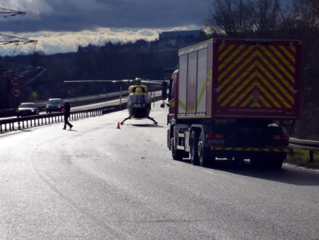 Rettungshubschrauber landet nach Unfall auf der A60