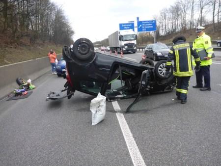 Die Fahrerin wurde mit einem Schock ins Krankenhaus gebracht. (Bild: Feuerwehr Mainz)