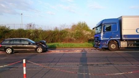 Die B9 wurde wegen diesem Unfall gesperrt. (Bild: Polizei Worms)
