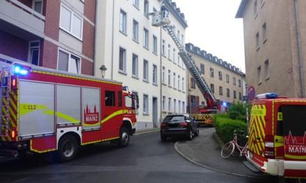 Rettung per Drehleiter und Brand auf dem Uni-Gelände