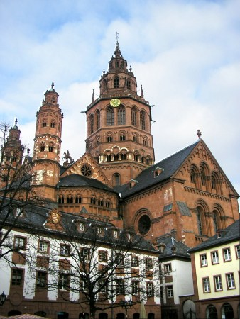 Der Mainzer Dom. (Quelle: Moguntier via Wikipedia)