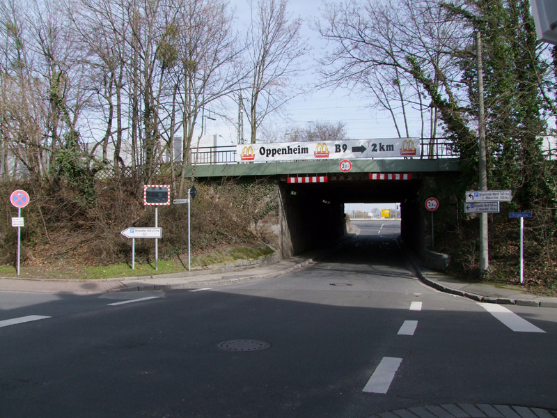B9 Umgehung Nierstein: B420 Bahnüberführung Pestalozzistraße – Ersatz und Neubau der alten Bahnüberführung