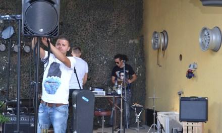 Biowein und Livemusik beim Sommerfest