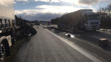 Die Unfallstelle auf der A 61. (Foto Autobahnpolizei Gau Bickelheim)