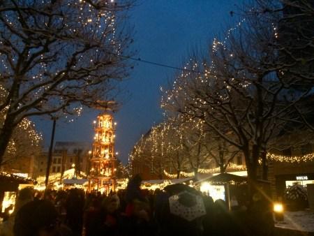 Weihnachtsmarkt, ordentlich Glühwein und dann eine aufs Maul .... 1