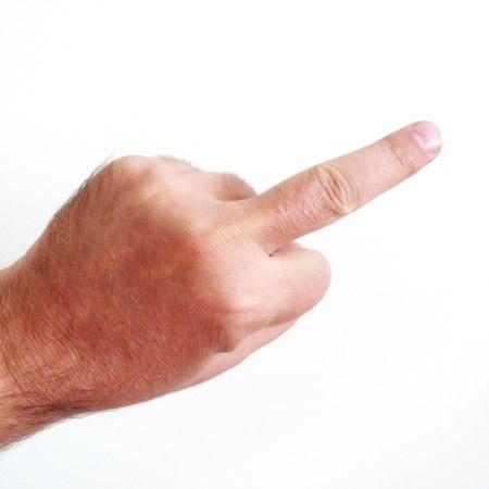 Mittelfinger (Symbolbild: Cherus / Wikipedia)