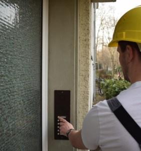 """""""Unterschreiben Sie hier!"""" – Betrug an der Haustür"""