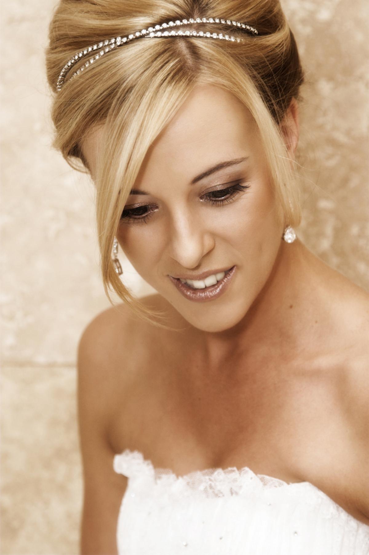 Braut mit frecher ShortBobFrisur  Wir sagen Ja