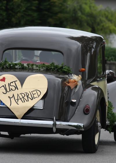 Klassisches Hochzeitsauto  Wir sagen Ja
