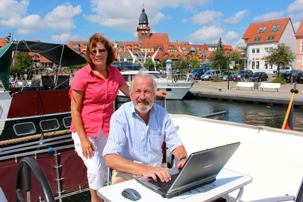 Helmold und Helene Swoboda im Warener Hafen.