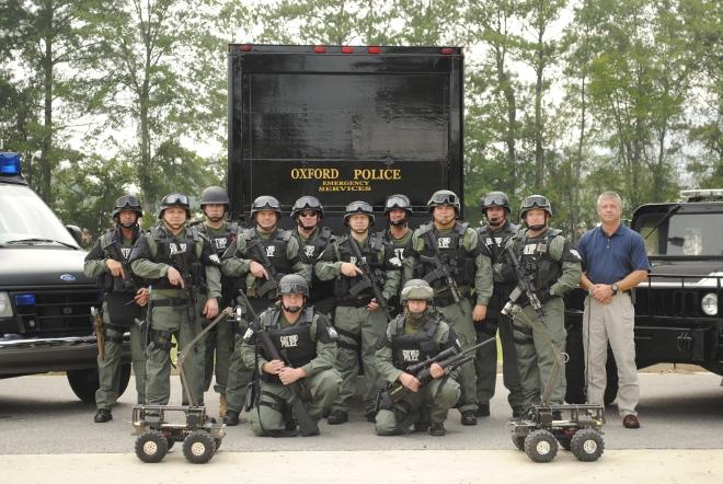 schwer bewaffnete städtische Polizei