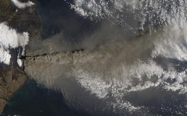 The Volcano Eyjafjallajökull Eruption From Aqua's MODIS Instrument (Image: NASA)