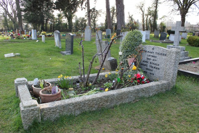 A picture of the grave of Edith and J.R.R. Tolkien