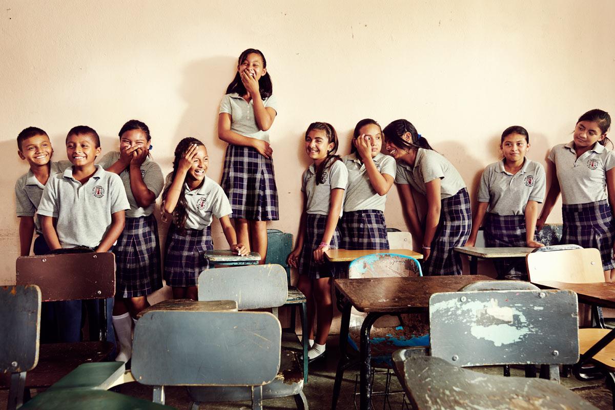 Los niños compañeros de la ganadora de la prueba Enlace.