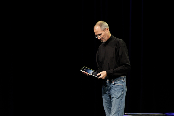 How Steve Jobs Made the iPad Succeed When All Other Tablets Failed
