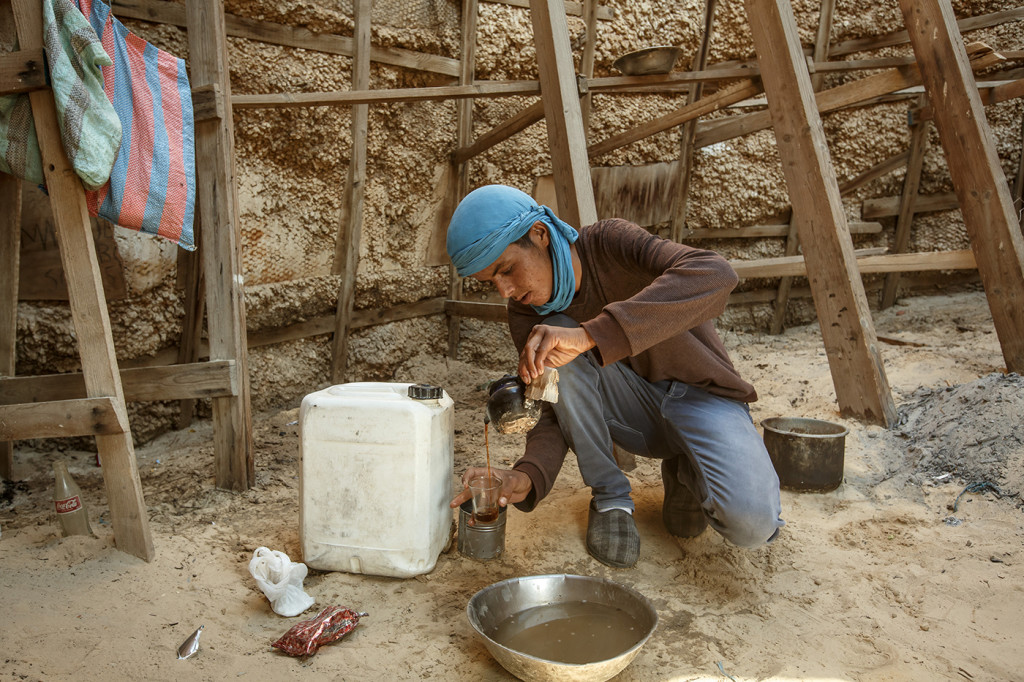 Another local, Mospa Ben Said, makes tea in the Mos Espa set. Near Ong Jemel, Tunisia.