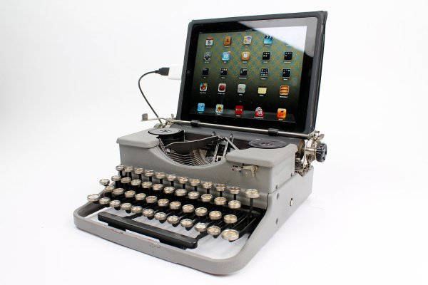 Find Of Day Ipad Typewriter Wired