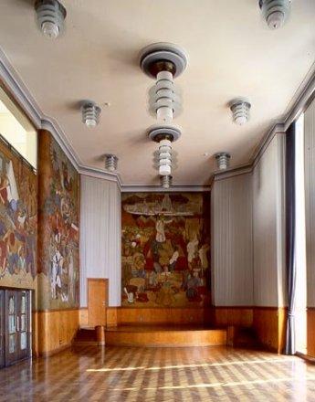 Murales en la sala de reunión. Fuente: Wikipedia
