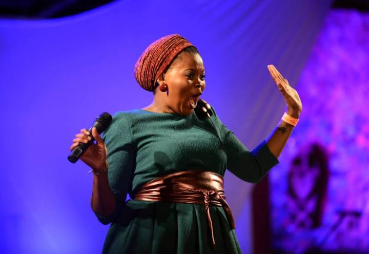 Buhlebendalo Mda , cantante del grupo vocal sudafricano The Soil. Foto de Bram Lammers/MTN Bushfire Festival.