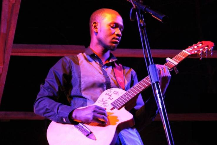 Peter Mawanga durante uno de sus conciertos. Foto: Magdalena Krohn/WIRIKO.