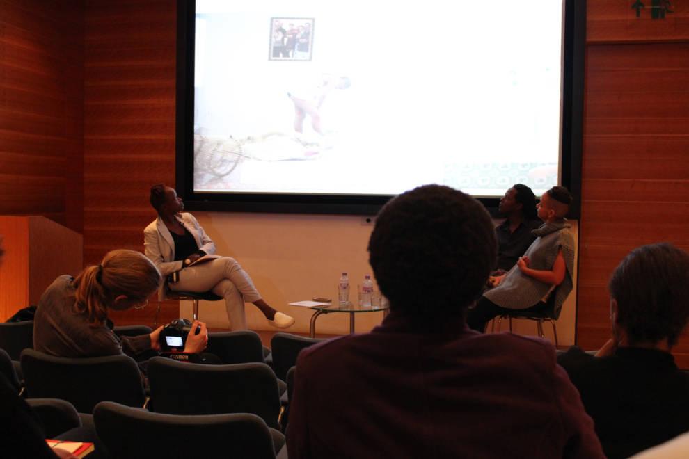 Forum Slides ArtistTalk- Koyo Kouohin con artistas MiriamSyowia, Kyambia y James Muriuki