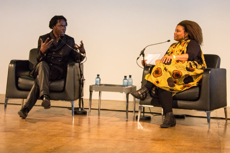 El embajador de África Utopía, Baaba Maal en conversación con la periodista de la BBC África, Audrey Brown. Foto: Pete Woodhead