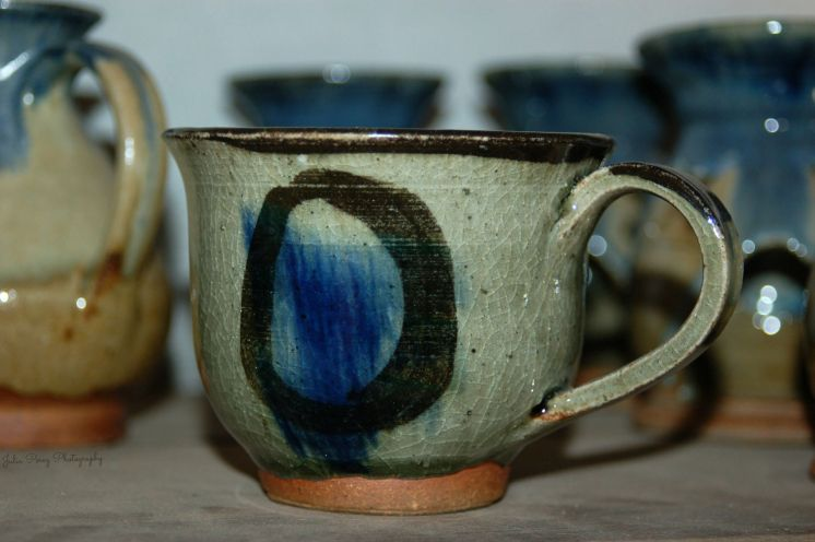 Taza de cerámica típica de Ruanda.
