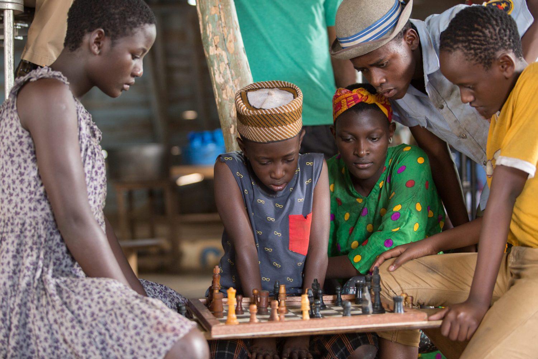 Fotograma de la película La Reina de Kawte, una historia verídica sobre la vida de la ajedrecista ugandesa Phiona Mutesi.