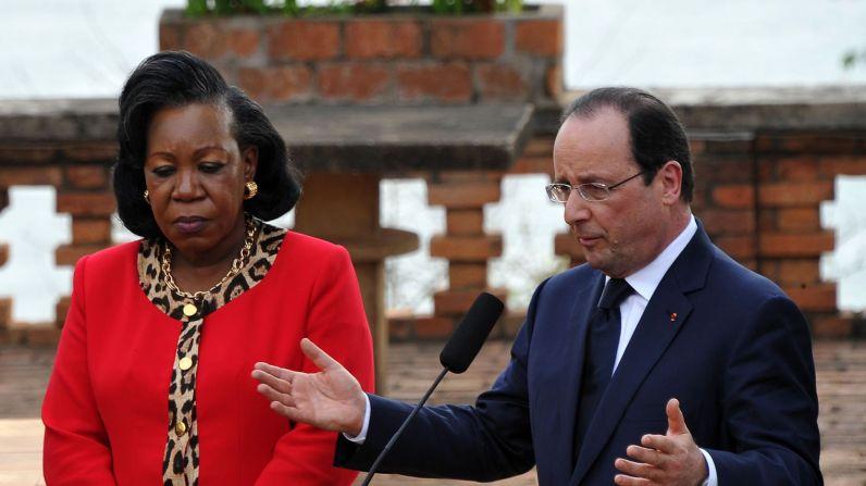 la-presidente-centrafricaine-catherine-samba-panza-et-le-president-francais-francois-hollande-le-28-fevrier-2014-a-bangui_4807332