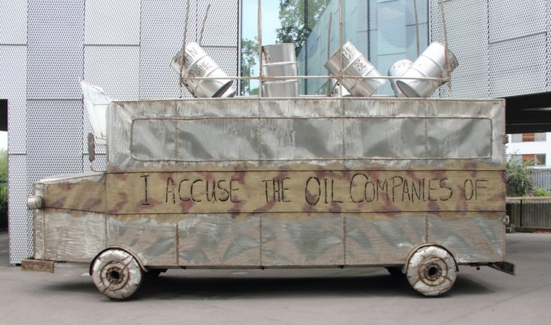 Battle Bus. Living Memorial for Ken Saro‐Wiwa (2006)