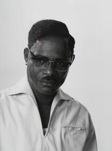 Autorretrato de Samuel Fosso como Patrice Lumumba, perteneciente a la colección Espíritus Africanos (2008). Galerie Jean-Marc Patras, Paris