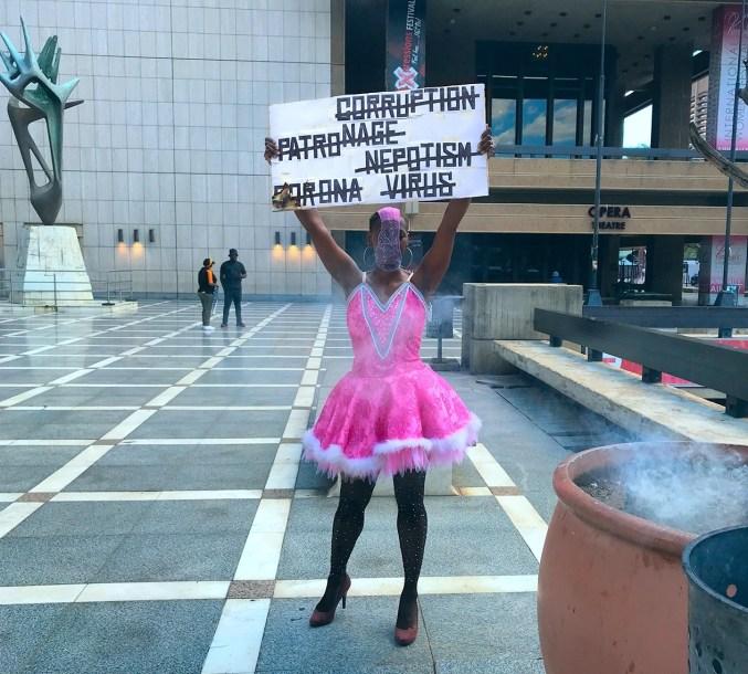 Acción performativa realizada el 15 de marzo con Mamela Nyamza
