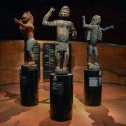 Statues royales, Abomey, Musée du quai Branly. Wikimedia Commons.