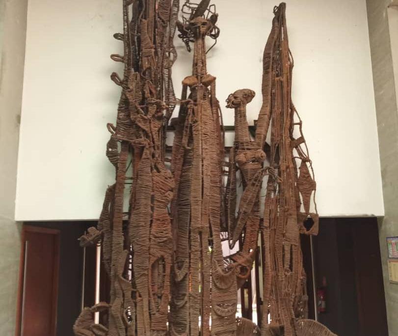 Escultura Las tres edades de Costa de Marfil. Foto: Facebook del director artístico del MuCAT, Yacouba Konate.