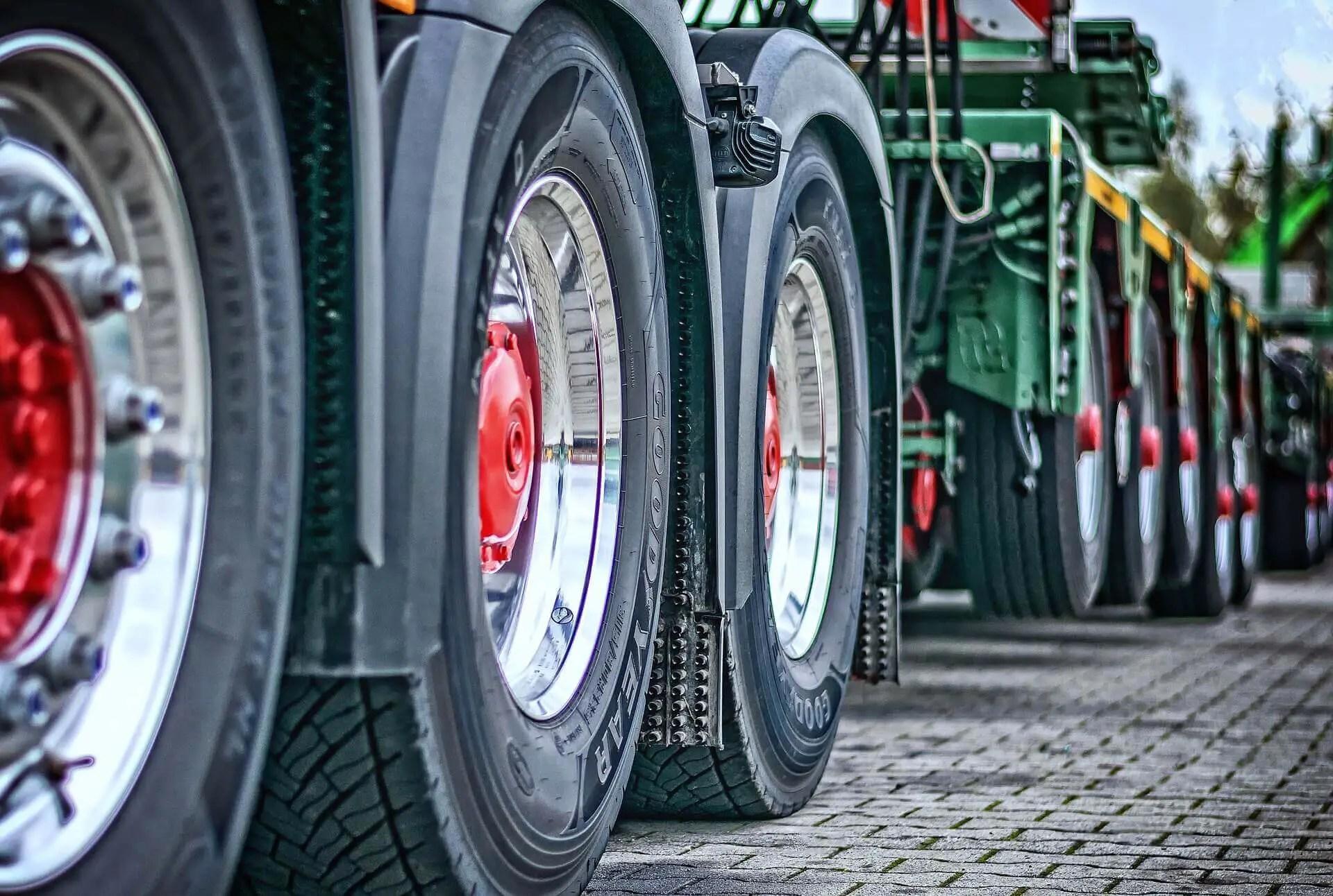 Lastkraftwagen, Ansicht mehrerer Achsen