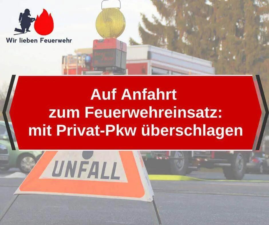 Auf Anfahrt zum Feuerwehreinsatz: mit Privat-Pkw überschlagen