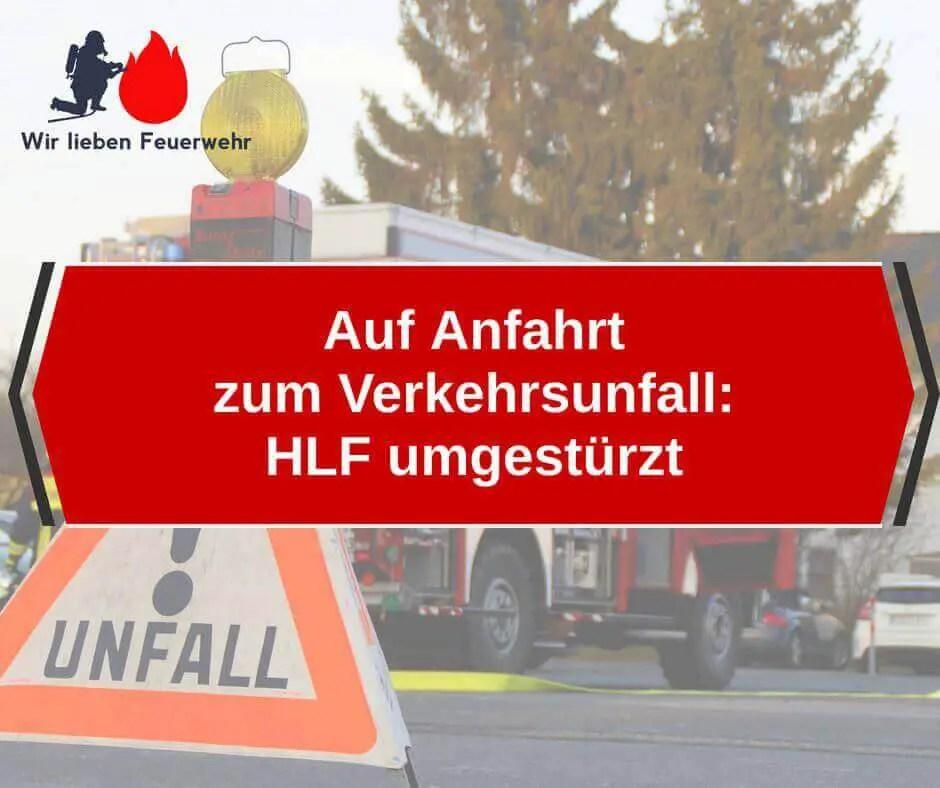 Auf Anfahrt zum Verkehrsunfall: HLF umgestürzt