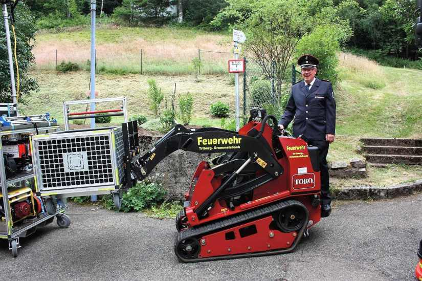 Übergabe des Kompaktladers an die Feuerwehr Triberg-Gremmelsbach