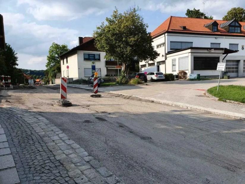 Bauarbeiten vor dem Feuerwehrhaus Ebersberg