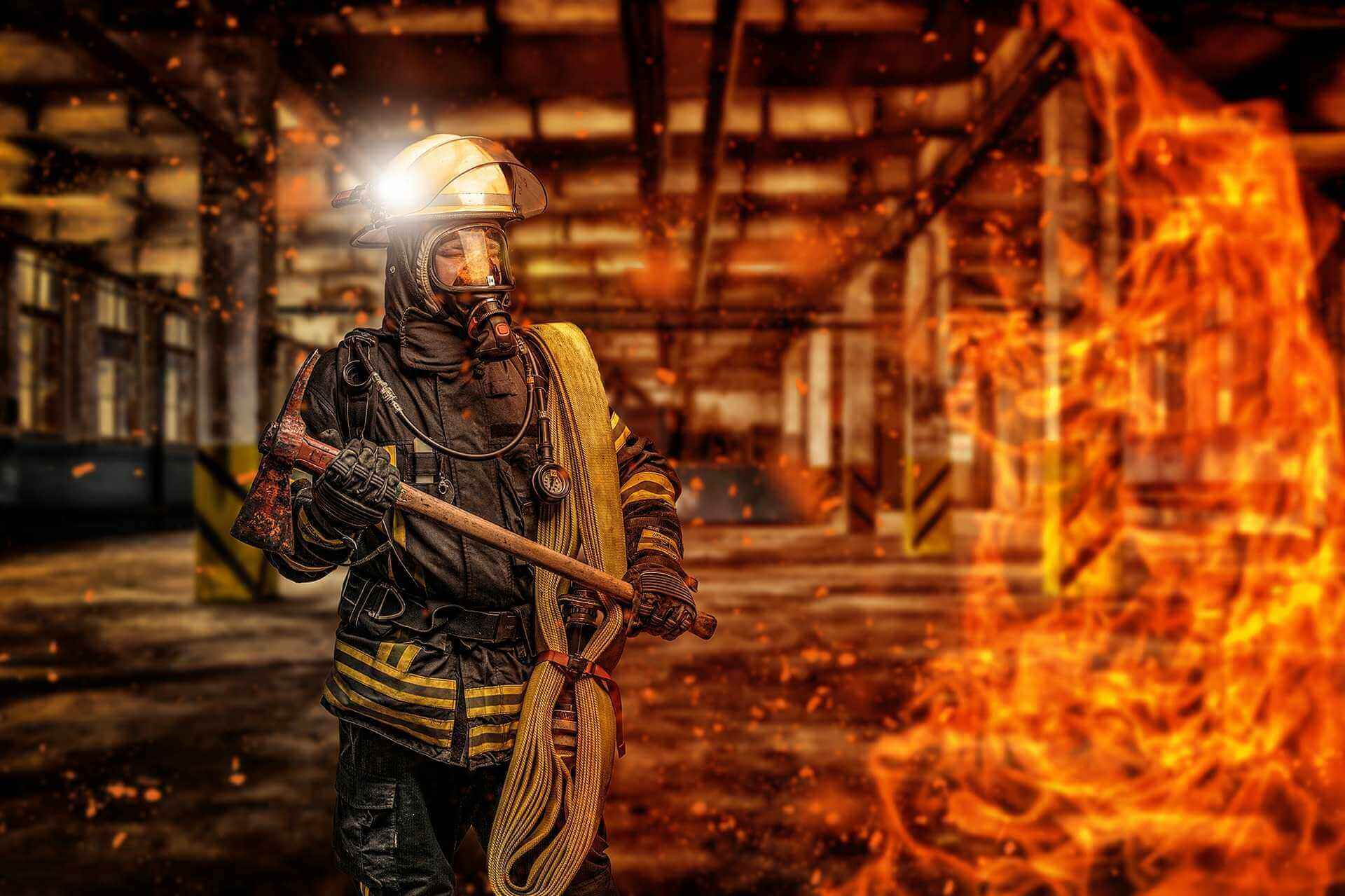Feuerwehrmann unter Atemschutz