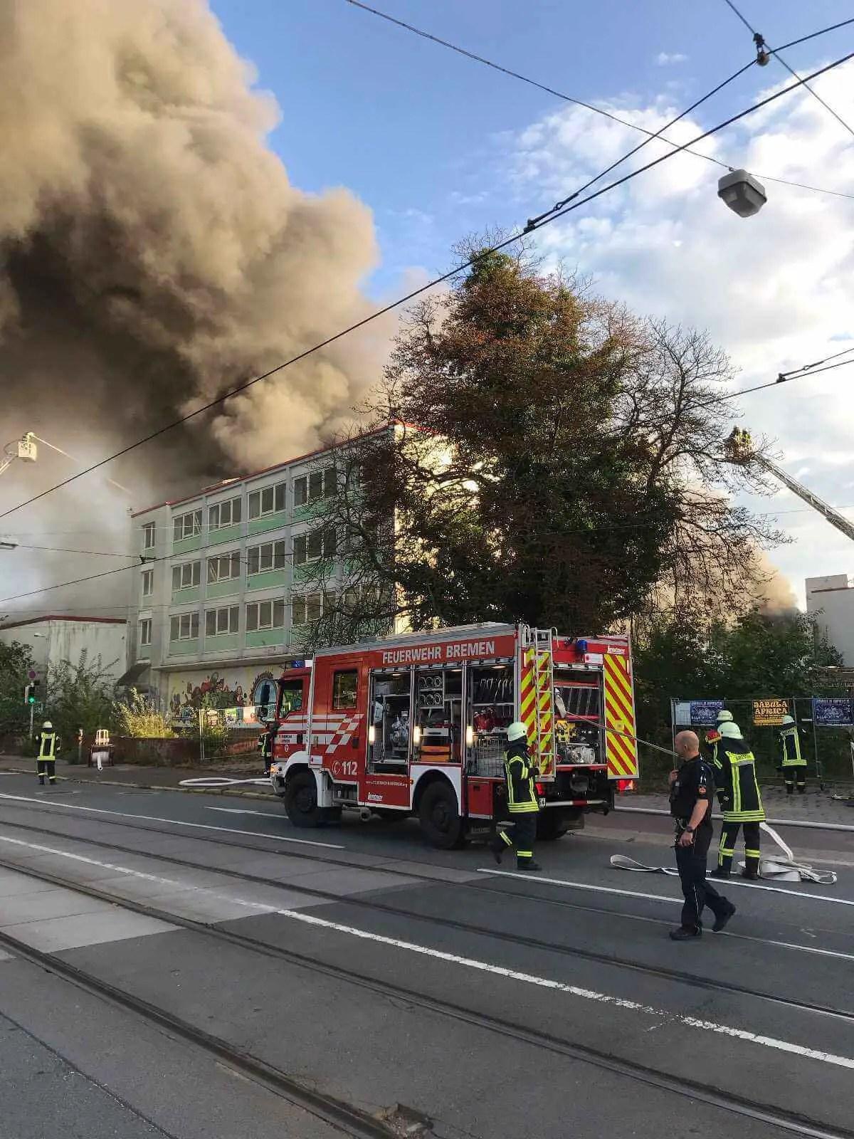 Feuer im Kristallpalast beim Weserpark Bremen