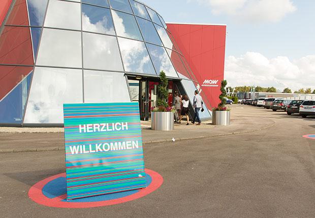 Fachbesucher aus über 60 Nationen werden erwartet. Damit ist die M.O.W. die größte Möbelmesse Europas im zweiten Halbjahr.
