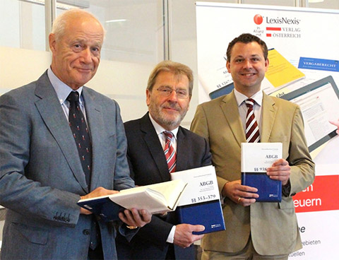 vlnr: em. o. Univ.-Prof. Dr. Attila Fenyves, Univ.-Prof. i.R. Dr. Ferdinand Kerschner, Univ.-Prof. Dr. Andreas Vonkilch (Foto: Verlag Österreich)