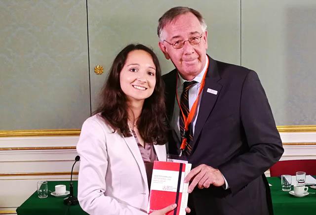 Die BWB gratuliert der Best Speakerin Julia Plöchl (Team WU Wien 3