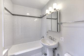 17A-Middle-Bath-1a